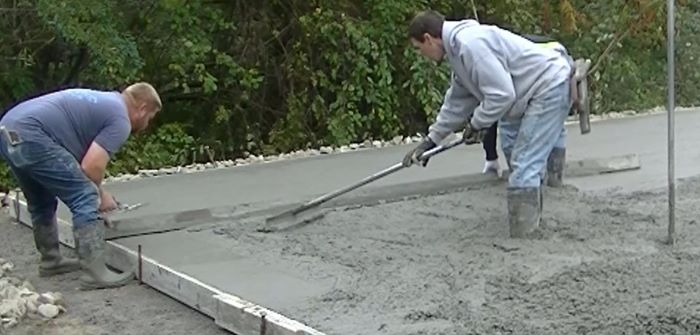 how to screed a concrete floor