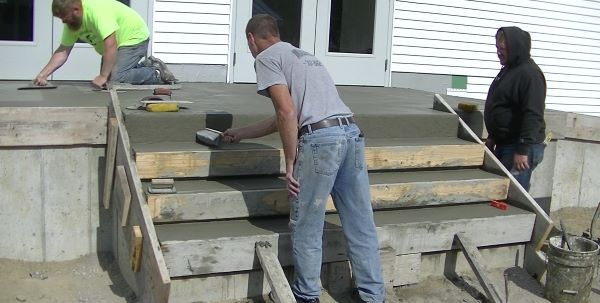How to finish concrete steps