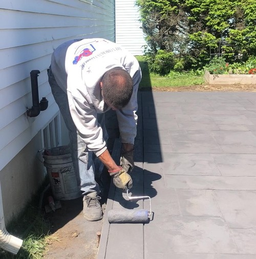 Using a texture roller for concrete