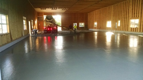 What does it cost to pour a concrete floor?