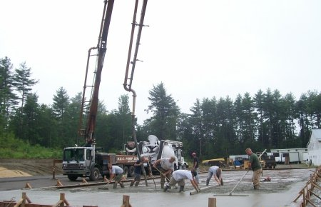 how to pour concrete floors