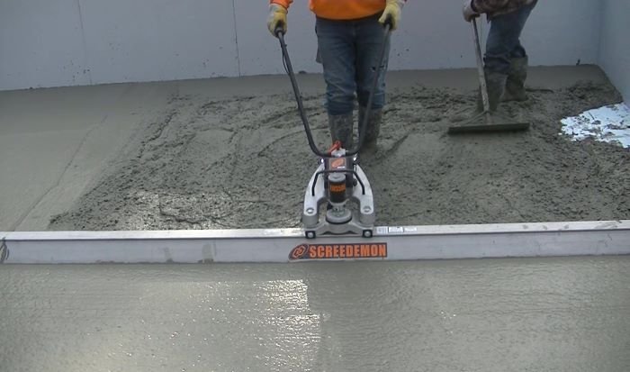 battery operated vibratory concrete screed